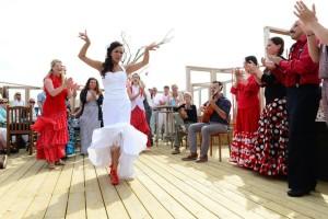 Bruid danst flamenco Foto: Liselotte Schoo fotografie