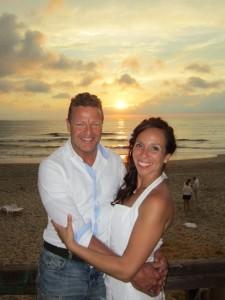 Bruidspaar op strand van Texel