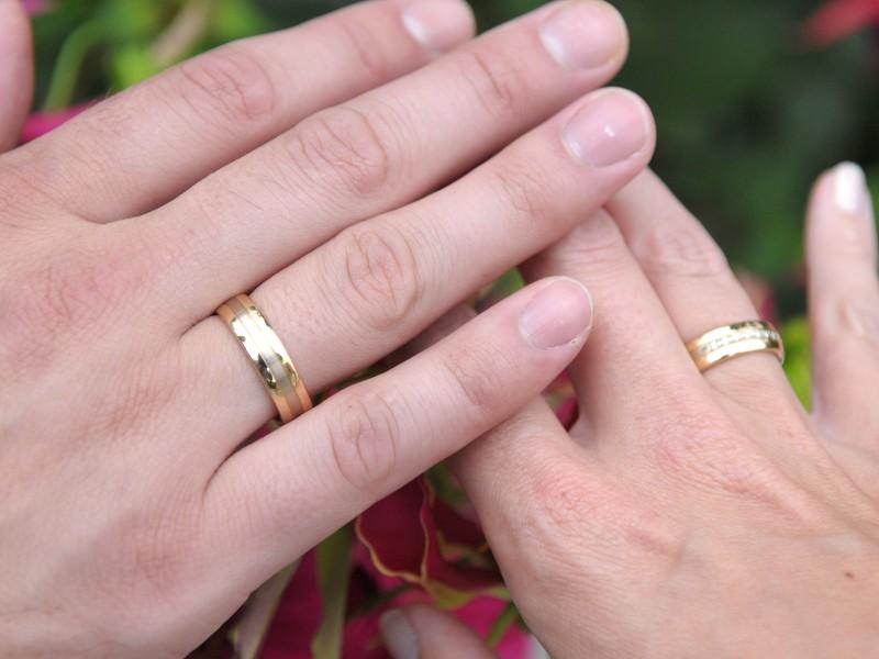 Handen met trouwringen. Foto Ton Otten
