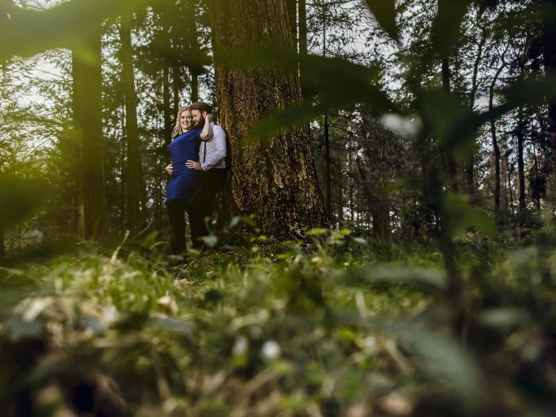 Koppel bij een boom. Foto Karin Keesmaat