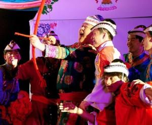 interesting-wedding-traditions-yugur-bow