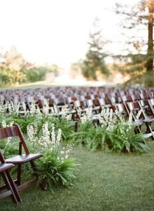 Planten langs de loper van de ceremonie