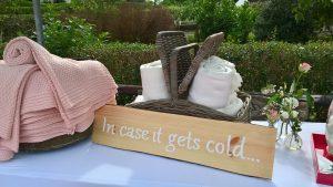 Bord in case it gets cold en dekens