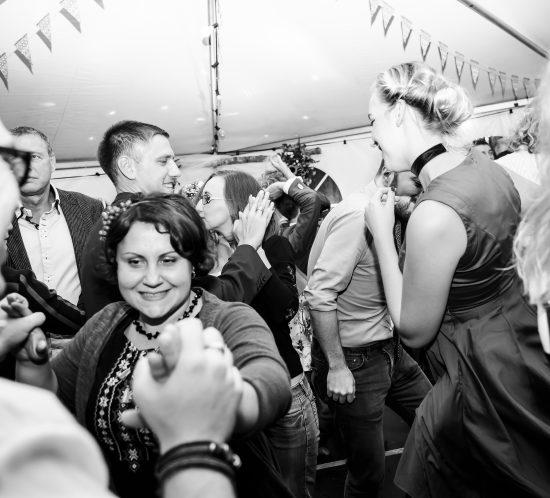 Bruiloft feestende gasten
