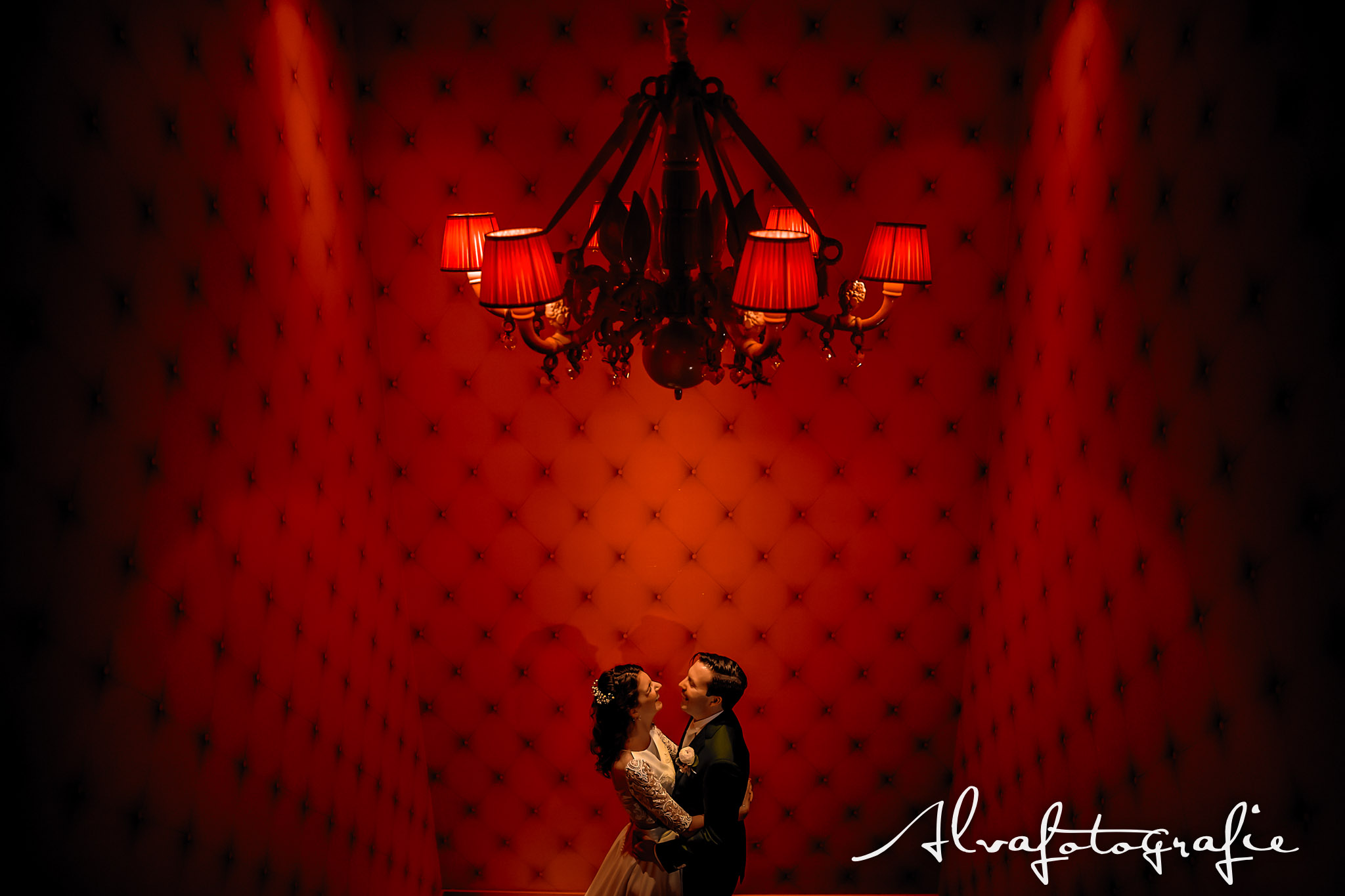 Bruiloft Maren en Tim Alvafotografie bruidspaar in Hotel Andaz Amsterdam