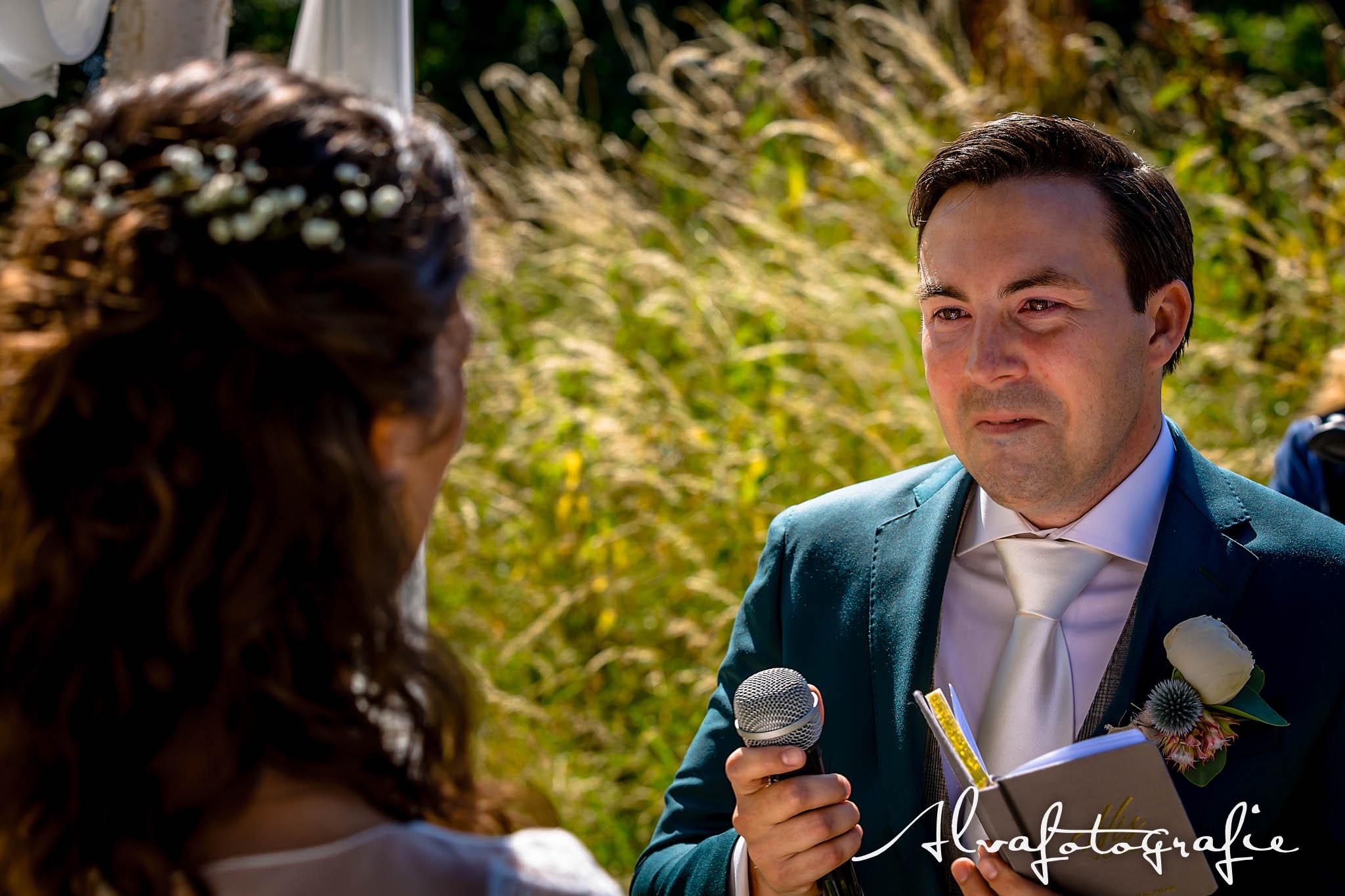 Bruiloft Maren en Tim Alvafotografie bruidegom zegt trouwgeloften