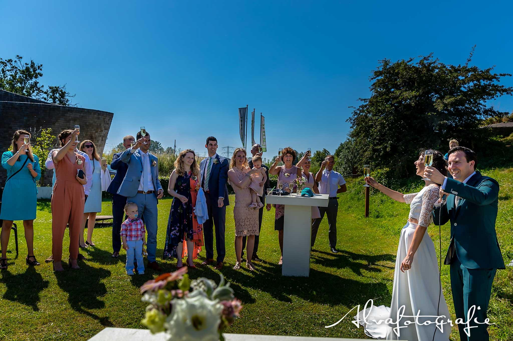 Bruiloft Maren en Tim Alvafotografie toosten
