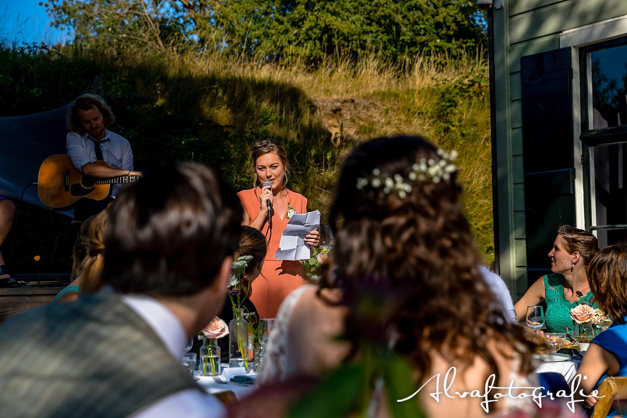Bruiloft Maren en Tim Alvafotografie vriendin speech