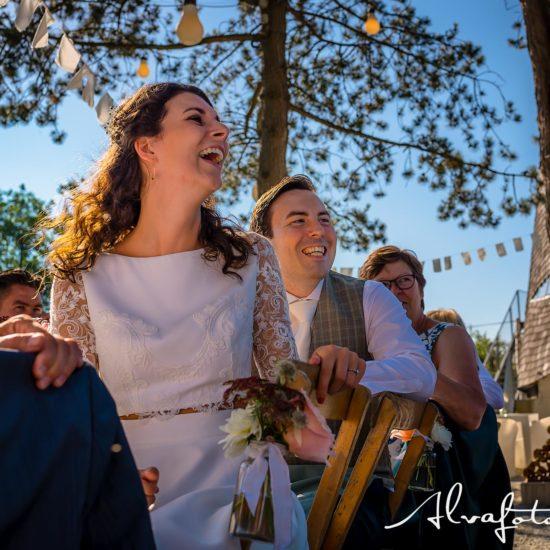Bruiloft Maren en Tim Alvafotografie bruidpaar lacht om toespraak