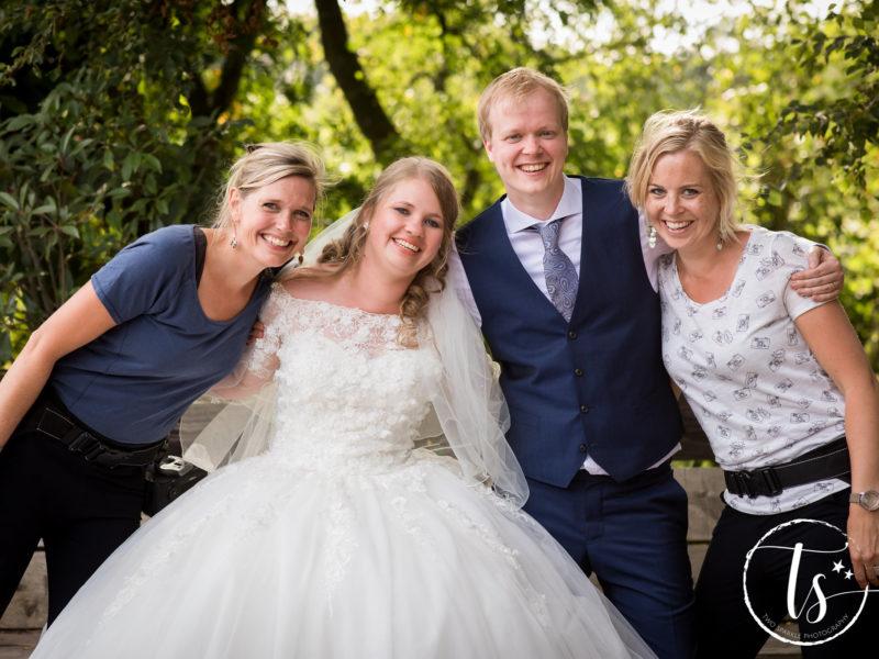 Bruidspaar met hun fotografen, foto Two Sparkle Photography