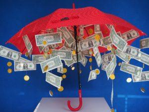 Paraplu met geld eraan als cadeau voor bijvoorbeeld een bruiloft