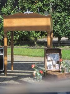 Foto's van overleden dierbaren tijdens bruiloft Foto: Marian Krook-Lievestro van Stralend Middelpunt