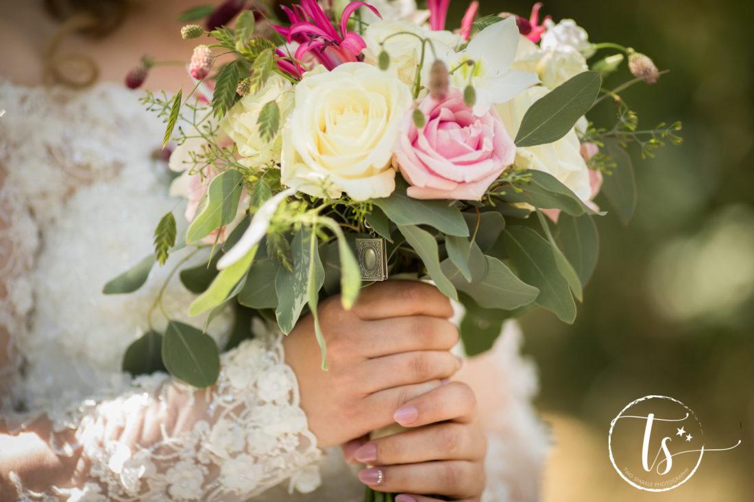 Bruidsboeket met medaillon