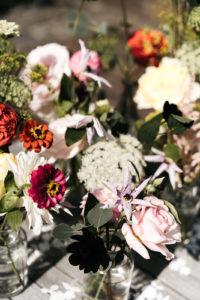 Bloemen in vaasjes Foto: Wianda Bongen Photograhy