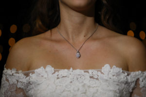Halsketting bruid Foto: Karin Keesmaat van Kijk-Kunst Fotografie