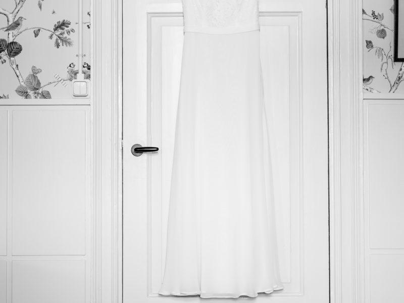 Bruidsjurk bij Stayokay Gorssel Foto Eline Bon Fotografie
