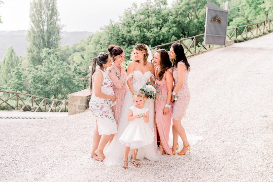 Bruid met bruidsmeisjes in Italië. Foto: Jessica Photography