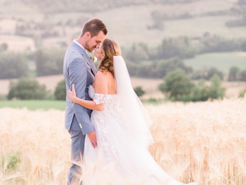 Bruid en bruidegom in graanveld Italië. Foto: Jessica Photography