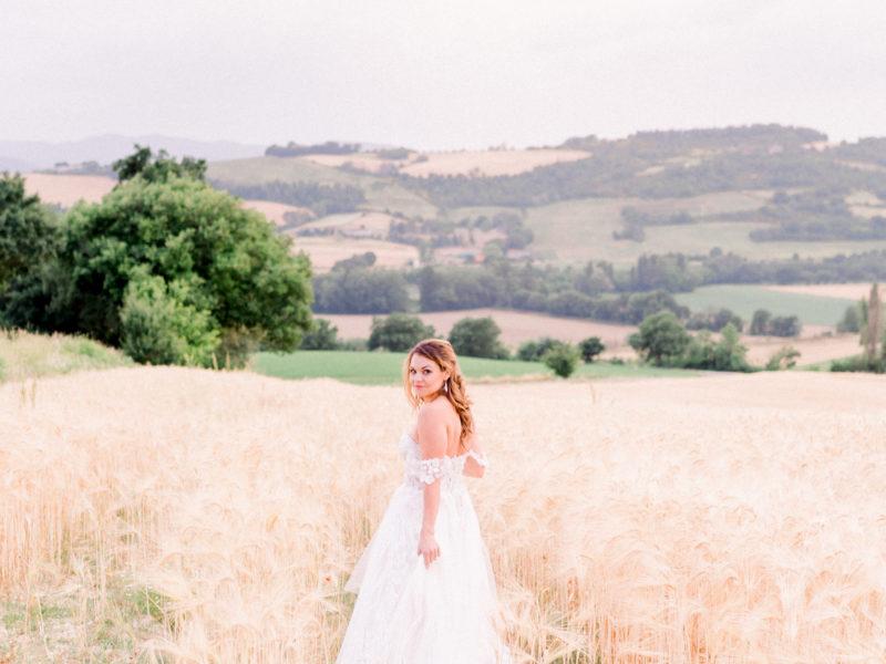 Bruid in graanveld Italië. Foto: Jessica Photography