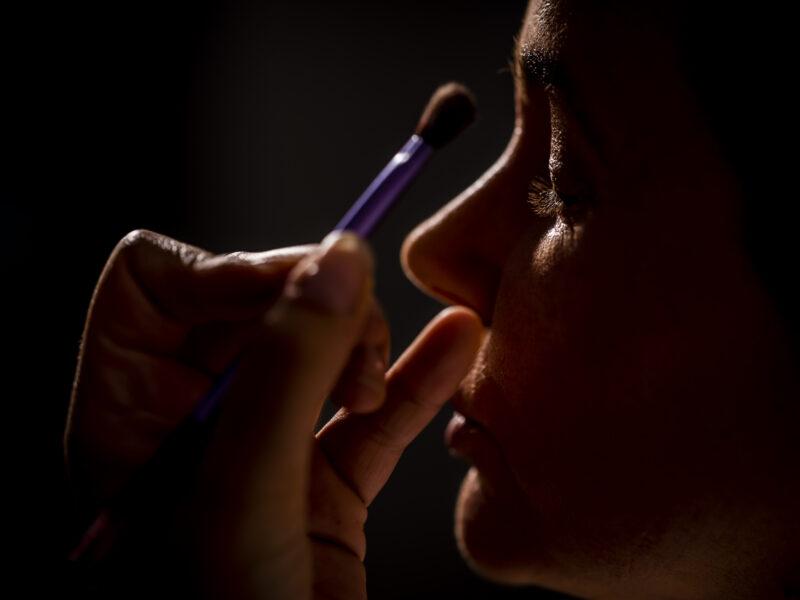 Make-upkwast dichtbij oog bruid. Fotograaf Karin Keesmaat van Kijk-Kunst fotografie