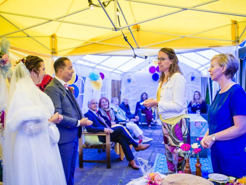 Warme woorden naar het bruidspaar van weddingplanners. Fotograaf Karin Keesmaat van Kijk-Kunst fotografie en Renske Kleverwal