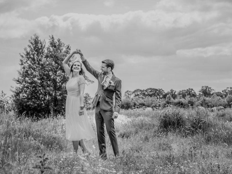 Bruid draait een rondje. Bruiloft Christiaan en Lydia, foto d-eYe photography
