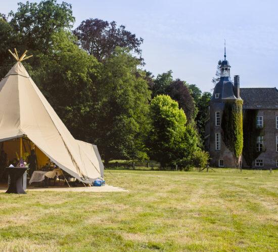 Giant hat tent Camp Solutions bij Landgoed Hackfort, foto: Karin Keesmaat van Kijk-Kunstfotografie